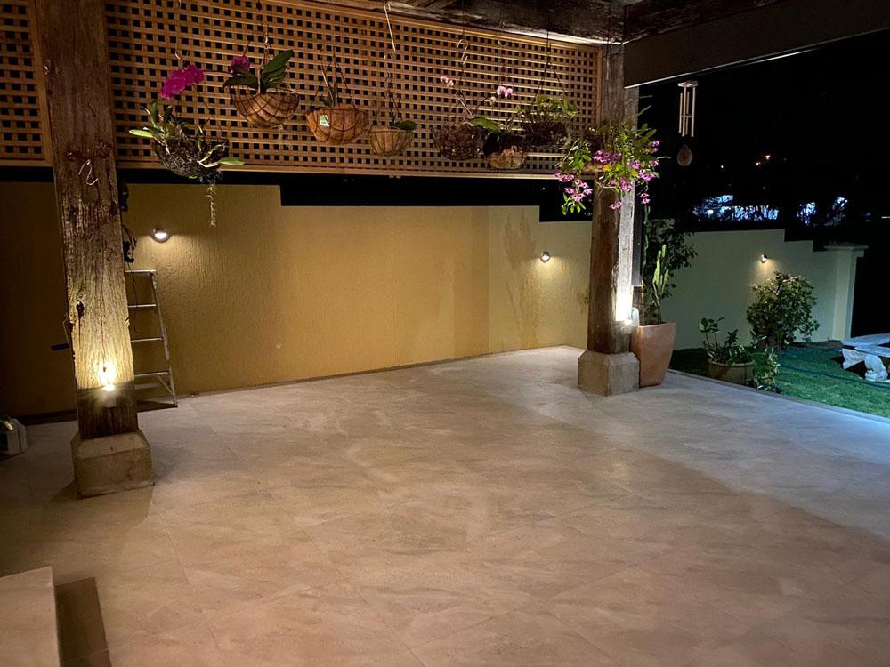 Backyard entertainment area hardscpaes tiling and paving